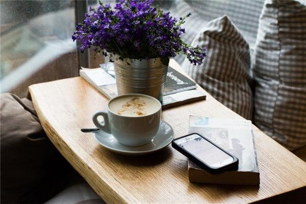 Người Việt bắt đầu thưởng thức cà phê trong không gian hiện đại hơn (Ảnh: Internet)
