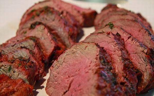 Ăn gì bổ máu cho bé - Thịt đỏ là loại thịt được ưu tiên cho các món ăn bổ máu