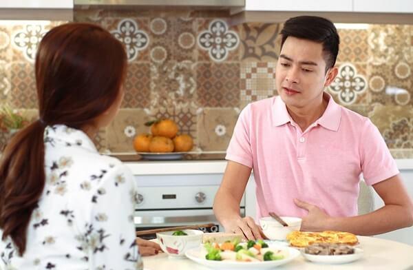 đầy bụng, ăn không tiêu kéo dài, chóng mặt buồn nôn phải làm sao để nhanh khỏi?