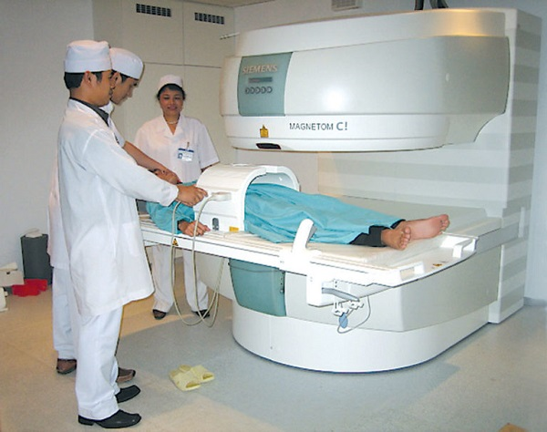 Một ca chụp cộng hưởng từ (MRI)
