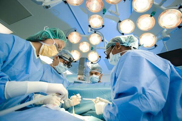 phương pháp phẫu thuật thì vẫn sẽ có những mặt trái của nó gây ảnh hưởng đến sức khỏe của người bệnh về sau