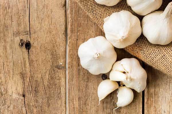 Bị đau dạ dày có nên ăn tỏi, có ăn tỏi đen được không?