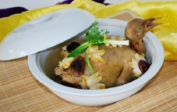 Cách nấu thịt chim bồ câu hầm thuốc bắc tốt cho sức khỏe mẹ bầu