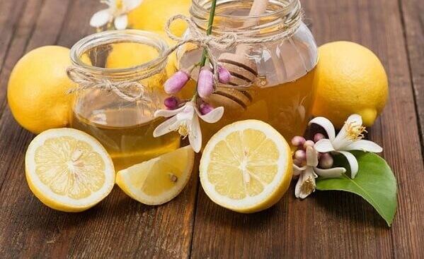 Cách làm trắng da từ chanh và mật ong cho da sáng mịn