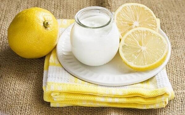 Cách làm trắng da với mặt nạ chanh tươi và sữa chua không đường
