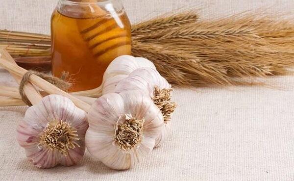 Cách chữa đau dạ dày bằng tỏi và mật ong