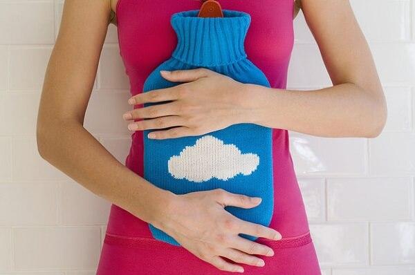 Cách chữa đau dạ dày ngay lập tức bằng cách chườm nóng.