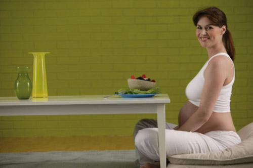 Cách đối phó với chứng ợ nóng cuối thai kỳ