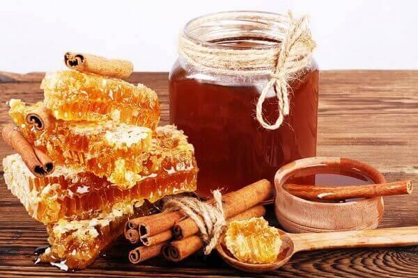 Cách trị nám da tàn nhang cho da mặt với tinh bột nghệ và chanh, mật ong