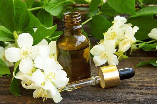 Tinh dầu vỏ bưởi được sử dụng nhiều nhất vào việc kích thích mọc tóc
