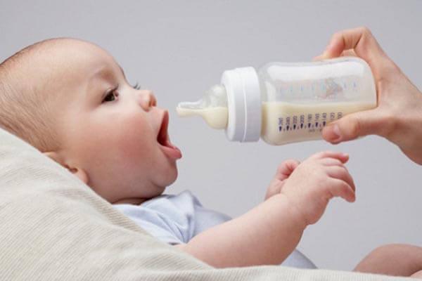 Hướng dẫn cách sử dụng gối chống trào ngược cho bé