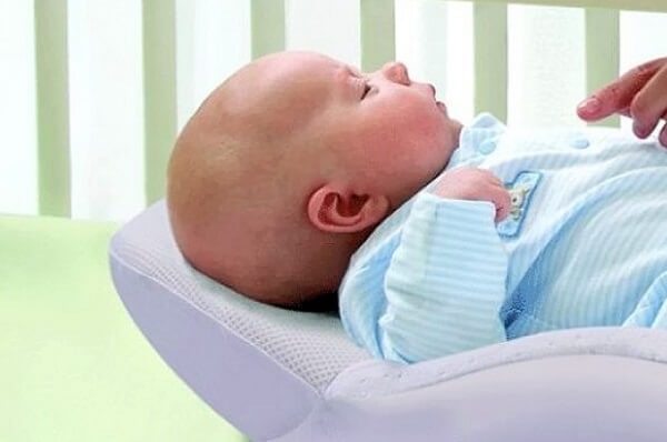 Cách sử dụng gối chống trào ngược cho bé đúng cách