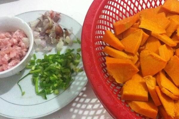 Chuẩn bị nguyên liệu - Cách nấu canh bí đỏ thịt bằm ngon, đơn giản