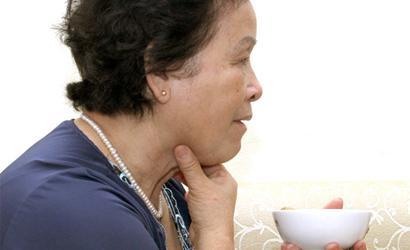 Khó nuốt ở cổ họng là bệnh gì, cảm giác khó chịu ở cổ họng