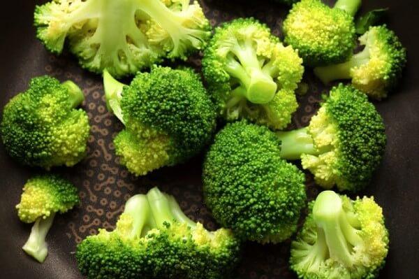 Nó chứa lượng vitamin C khoảng 89mg cho 100g bông cải