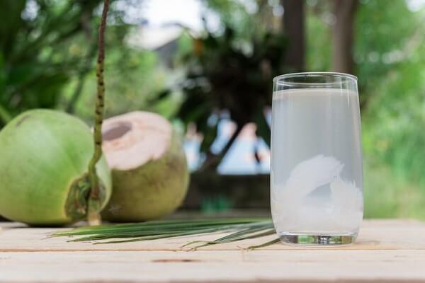 Đau dạ dày có được uống nước dừa không? - Đau dạ dày nên uống nước gì tốt