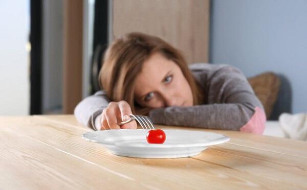Dấu hiệu ung thư dạ dày giai đoạn cuối như chán ăn, khô miệng