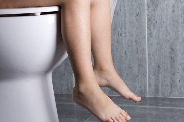 Táo bón hoặc tiêu chảy cũng nằm trong các dấu hiệu