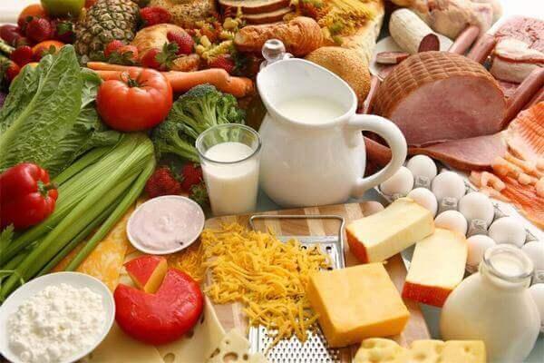 Thực hiện chế độ ăn uống hợp lý, khoa học