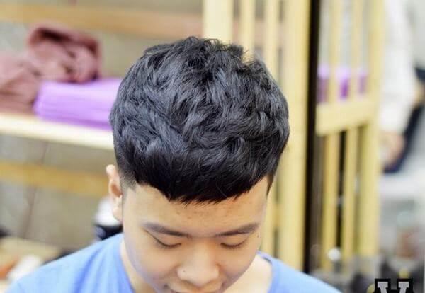 Kiểu tóc này được ưa chuộng bởi khá nhiều sao nam Hàn Quốc