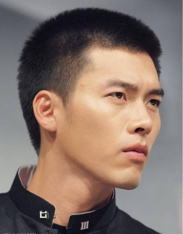 Đây là kiểu tóc bạn sẽ bắt gặp rất nhiều ở hình ảnh các cậu nam sinh trong phim Hàn
