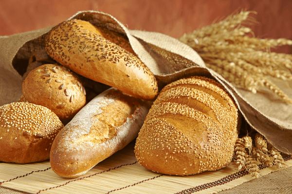 Bánh mì là thực phẩm quen thuộc hằng ngày - Bị bệnh đau dạ dày có nên ăn bánh mì không?
