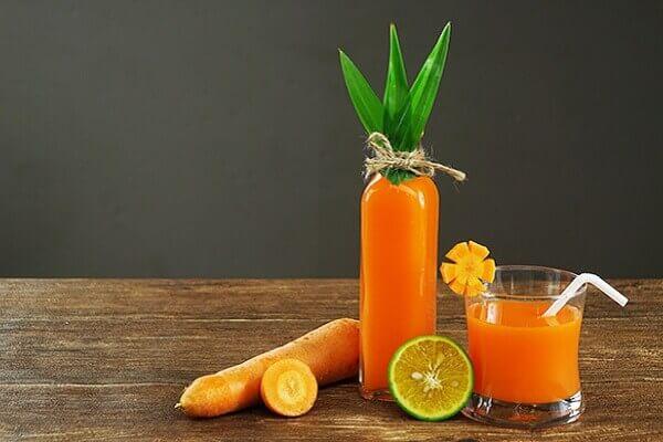 Đau dạ dày nên uống nước ép cà rốt