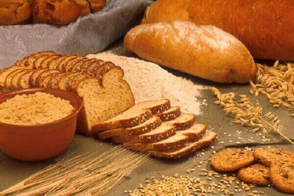 Người bệnh đau dạ dày nên ăn thực phẩm nhạt như gạo, khoai tây, bánh mì nướng