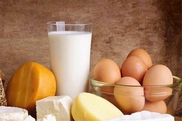 Người bị bệnh đau dạ dày nên kiêng ăn các sản phẩm từ sữa