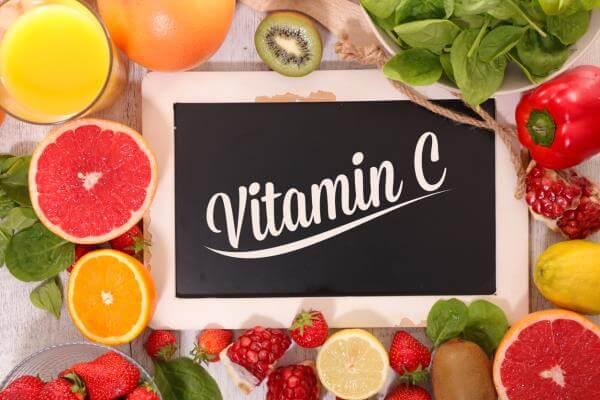 Người bị đau dạ dày có uống được vitamin C không