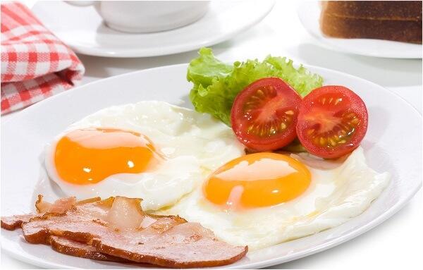 Người đau dạ dày nên ăn gì vào buổi sáng: bánh mì, trứng