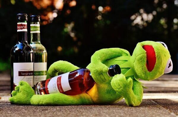 Rượu gây ngộ độc ra sao?