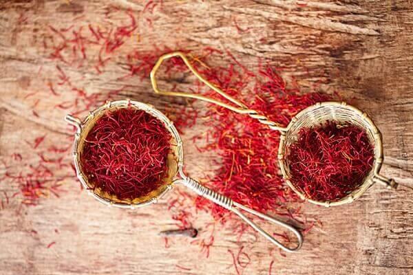 Nhụy hoa nghệ tây (Saffron) - Cách uống và sử dụng làm đẹp