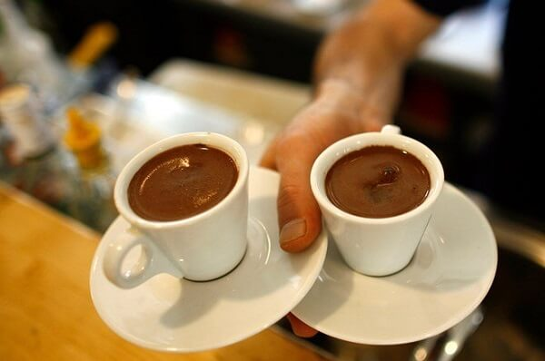 Uống càphê, nhất là cà phê đen