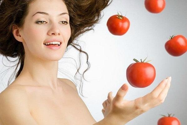 Đắp mặt nạ cà chua liền sẹo, trị thâm
