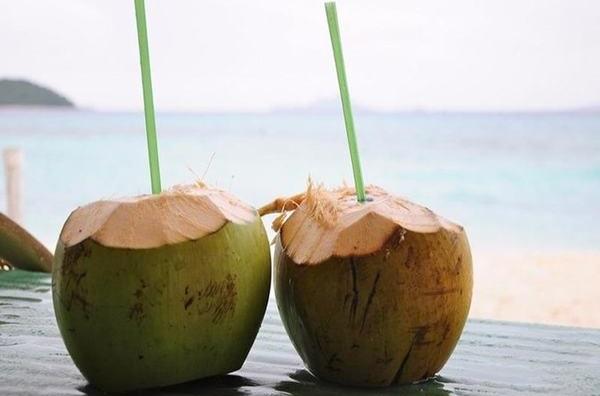 Những tác dụng phụ của nước dừa? Nước dừa tươi là một trong những thức uống tự nhiên vô trùng nhất trên trái đất.