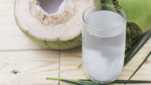 Không chỉ có tác dụng hydrat hóa, nước dừa còn có lượng kali nhiều gấp 4 ... Uống nước dừa cải thiện sức khỏe của làn da