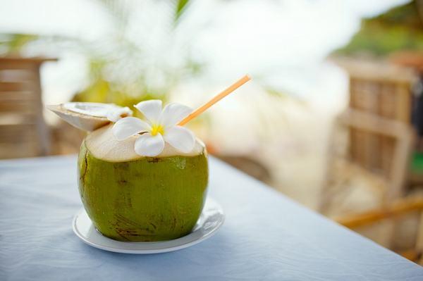 Theo các chuyên gia dinh dưỡng, trong nước dứa chứa nhiều vitamin C, bromelain (một enzyme có tác dụng chống viêm, giảm phù nề do bị chấn thương
