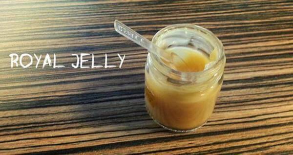 Với công dụng của sữa ong chúa tươi, sẽ giúp chung ta làm đẹp, giúp tăng cường sức khoẻ, tăng khả năng hệ miễn dịch. Đặc biệt là phương pháp dùng sữa ong chúa tươi chữa bệnh, ngăn ngừa huyết áp, tiểu đường, bệnh về gan, đường tiêu hoá.