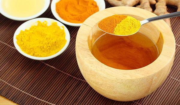 Chữa bệnh đau dạ dày nhẹ với mật ong và nghệ - 4 triệu chứng đau dạ dày nhẹ