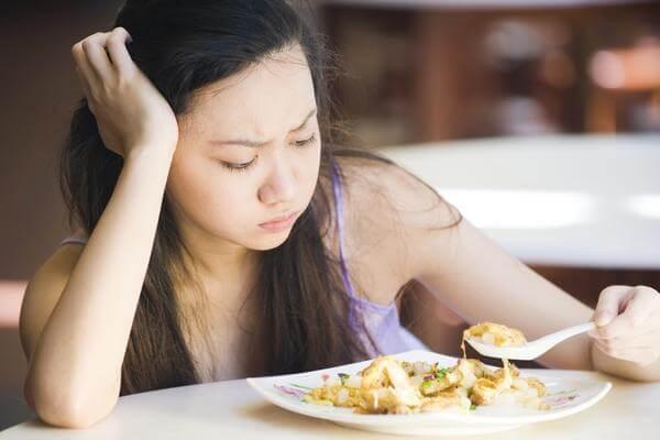 không có hứng ăn uống, ăn mất ngon.