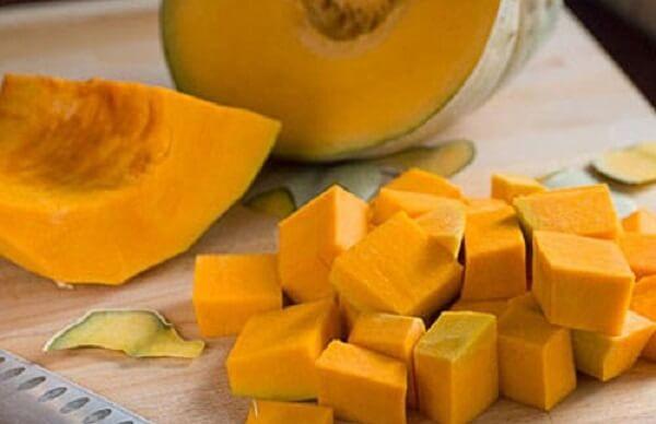 2 cách nấu chè bí đỏ đậu xanh nước cốt dừa, chè bí đỏ đậu đen với đậu phộng ngon đơn giản tại nhà