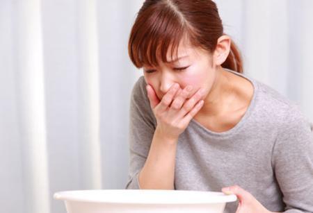 Xin hỏi đau dạ dày có gây sốt không?
