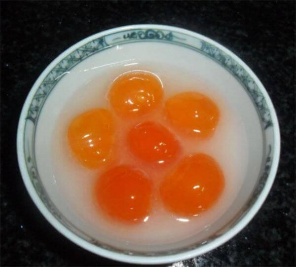 Ngâm trứng muối với rượu – cách làm bông lan trứng muối