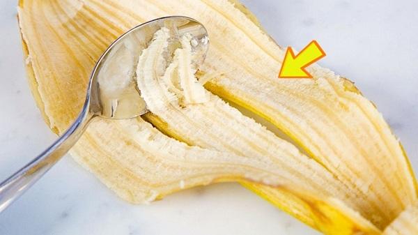 Có thể bạn sẽ ngạc nhiên khi biết rằng, vỏ chuối tươi có tác dụng làm răng trắng sáng tự nhiên.