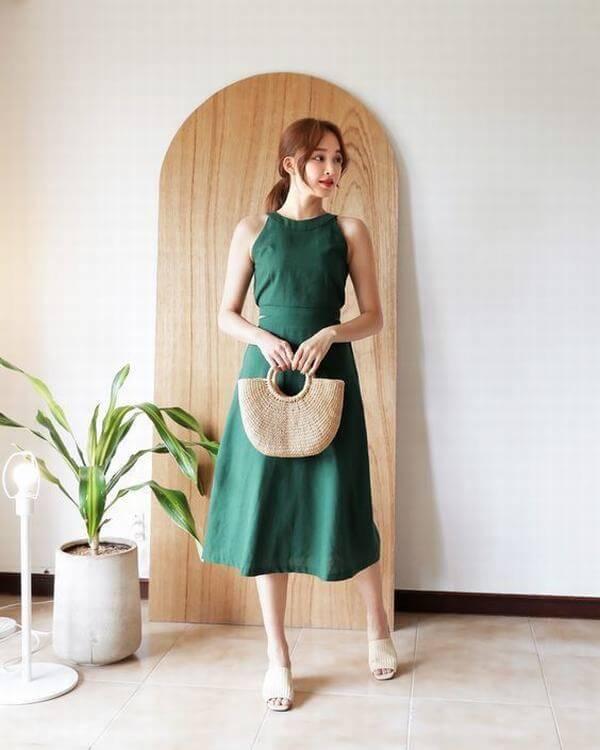 Nữ tính với đầm yếm xanh rêu – Cách phối đồ màu xanh rêu kết hợp với màu nào thì đẹp, áo, váy