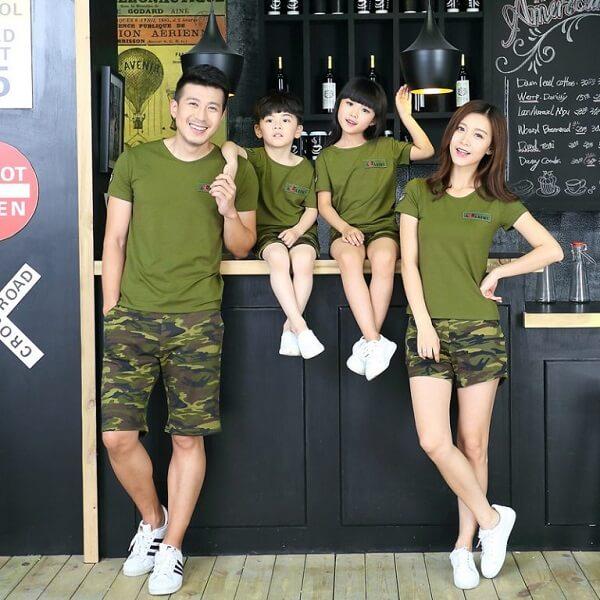 Áo màu xanh rêu kết hợp với quần cùng màu