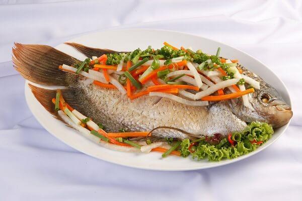 Cá hấp cuốn bánh tráng - Các món cá đãi tiệc, món ngon từ cá đơn giản dễ làm