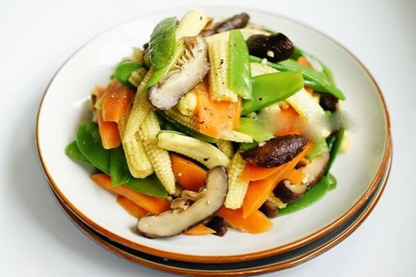 Nấm xào rau củ - cách làm các món ăn chay đãi tiệc