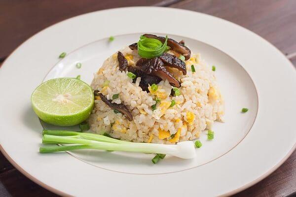 Cơm chiên nấm - thực đơn món chay đãi tiệc
